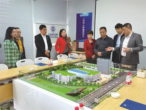 区yabox9电竞主席会议成员视察医药物流产业园发展情况.jpg